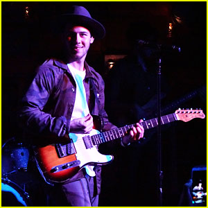 Nick Jonas Performs New Single 'Find You' at Private Showcase at The Peppermint Club!