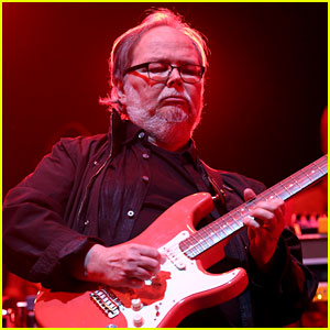Walter Becker Dead - Steely Dan Guitarist Dies at 67