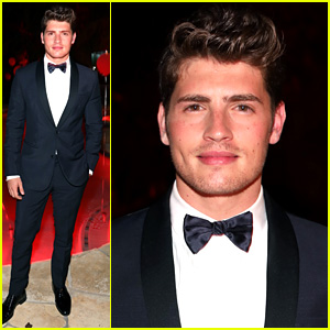 Gregg Sulkin Could Pass for James Bond at Just Jared Halloween Party 2017!