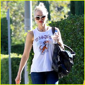Gwen Stefani's Boyfriend Blake Shelton Gives Her Red Lips a Shout Out!