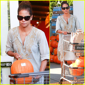 Halle Berry Picks Out the Perfect Pumpkin While Shopping in Beverly Hills!