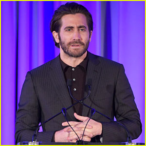 Jake Gyllenhaal Suits Up for Headstrong Gala 2017!