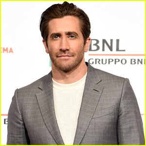 Jake Gyllenhaal Suits Up for 'Stronger' Photo Call during Rome Film Festival