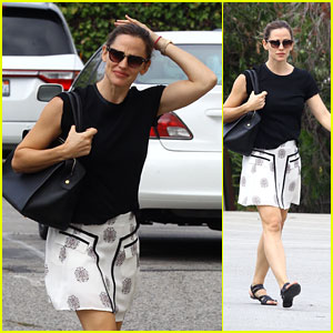 Jennifer Garner Looks Toned While Heading to a Church Service!