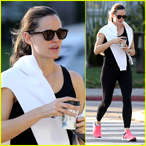 Jennifer Garner Shares Silly Photo from Girls Scout Trip!
