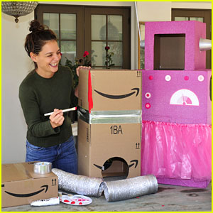 Katie Holmes Gets Into the Halloween Spirit by Making 'Boxtumes' For Her Daughter!