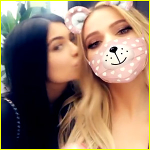 Pregnant Stars Khloe Kardashian & Kylie Jenner Get In Family Time with Kim & Kourtney!