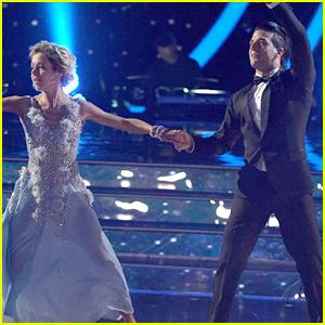 Lindsey Stirling Gets Her First 10 for Elegant 'DWTS' Disney Night Performance (Video)