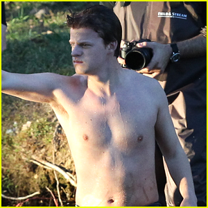 Lucas Hedges Goes Shirtless While Filming 'Boy Erased' in Atlanta!
