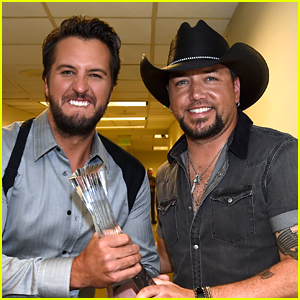 Luke Bryan & Jason Aldean Buddy Up Backstage at CMT Artists of the Year Awards 2017!