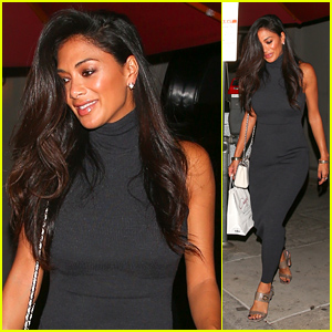 Nicole Scherzinger Flashes a Smile After Grabbing Dinner!