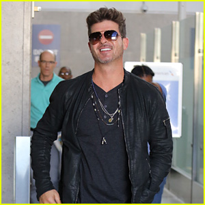 Robin Thicke & His Son Julian Are Ready for Halloween!