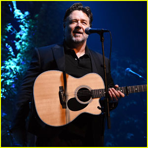 Russell Crowe Closes Out Tour with Band Indoor Garden Party in Dublin!