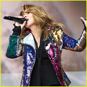 Shania Twain Makes a Big Debut at No. 1 on the Billboard 200!