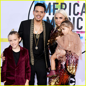 Ashlee Simpson & Evan Ross Attend AMAs 2017 with Their Kids!
