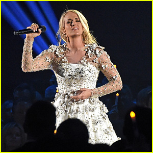 Carrie Underwood Performs 'Softly and Tenderly' During 'In Memorium' Tribute at CMA Awards 2017