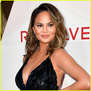 Chrissy Teigen Hates Turkey & Doesn't Serve It On Thanksgiving!