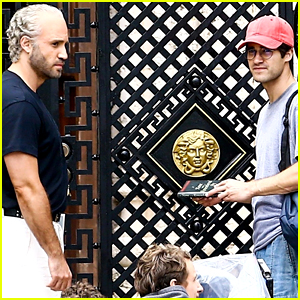 Darren Criss & Edgar Ramirez Get Into Character on 'Assassination of Gianni Versace' Set