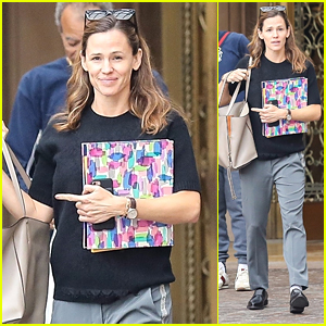 Jennifer Garner Is All Smiles After Lunch in Beverly Hills!