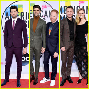 Billy Eichner, Jesse Tyler Ferguson & Chris Hardwick Hit the Red Carpet at American Music Awards 2017!