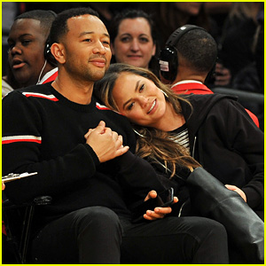 Chrissy Teigen & John Legend Are Couple Goals at Lakers Game