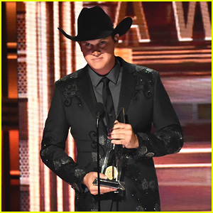 Jon Pardi Wins New Artist of the Year at CMA Awards 2017