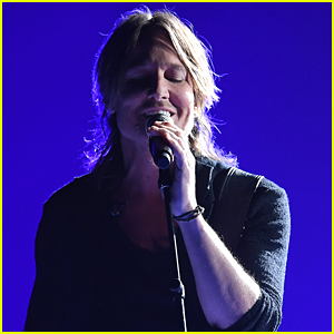 Keith Urban Performs Harvey Weinstein-Inspired Song 'Female' at CMA Awards 2017 - Watch