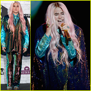 Kesha Performs 'Learn To Let Go' at MTV EMAs 2017