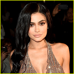 Pregnant Kylie Jenner Gives Inside Look at Thanksgiving at Her House!