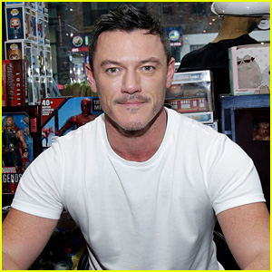 Luke Evans Works on His Back Muscles in Shirtless Workout Video!