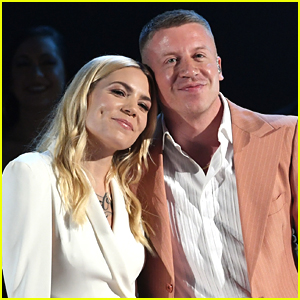 Macklemore & Skylar Grey Perform 'Glorious' at AMAs 2017 - Watch!