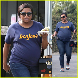 Pregnant Mindy Kaling Hits the Nail Salon & Grabs a Smoothie in LA!