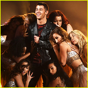 Nick Jonas Is Surrounded by Ladies for 'Find You' Performance at AMAs 2017 (Video)