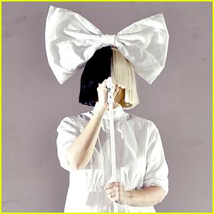 Sia Has Most Epic Response to Invasive Paparazzi Photo Leak