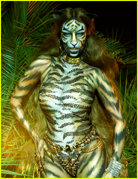 Tyra Banks Breaks the Internet By Transforming Into a Fierce Tiger!