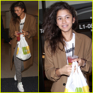 Zendaya's Ideal Holiday Outfit at Home Is Comfy & Casual!
