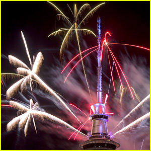'Auld Lang Syne' Lyrics & Song Meaning - Stream the New Year's Eve Tune!