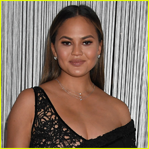 Chrissy Teigen's Flight to Tokyo Diverts Back to L.A. After Passenger Realizes They're on Wrong Flight