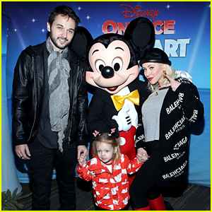 Christina Aguilera Brings Daughter Summer to Disney on Ice!