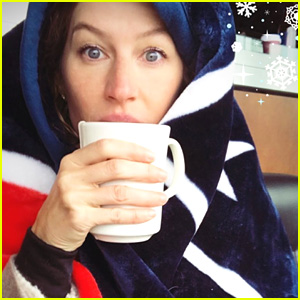 Gisele Bundchen Braves Freezing Cold to Watch Tom Brady's Final Game of 2017