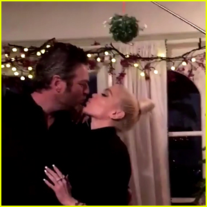 Gwen Stefani & Blake Shelton Kiss Under the Mistletoe on Christmas Eve!