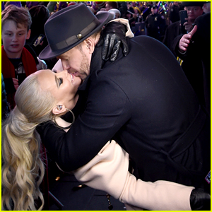 Look Back at Jenny McCarthy & Donnie Wahlberg's Romantic New Year's Eve Moments!