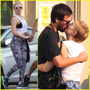 Kate Hudson Debuts New Blonde Hair, Shares Kiss with Boyfriend Danny Fujikawa