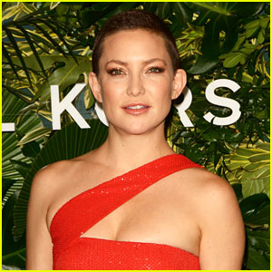 Kate Hudson Shows Off Amazing Vocals While Singing Christmas Carols With David Foster