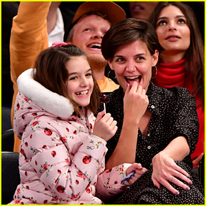 Katie Holmes & Suri Sit Courtside at the Knicks Game!