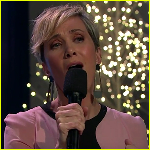 Kristen Wiig Hilariously Struggles With the Pronunciation of 'Hallelujah' - Watch!