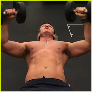 Luke Evans Shows Results of 200 Chest Presses in Shirtless Gym Photo!