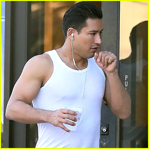 Mario Lopez Shows Off Bulging Biceps in Beverly Hills!