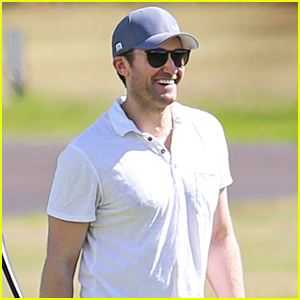 Matthew Morrison Spends Christmas on the Golf Course in Hawaii!