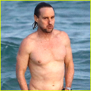 Owen Wilson Goes Shirtless on the Beach in Miami!